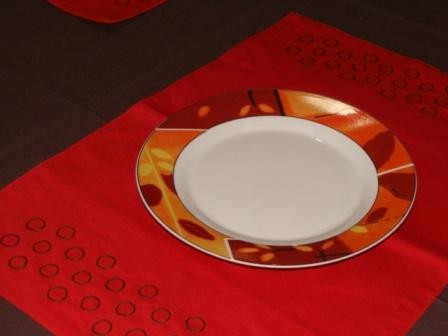 Set de table rouge orang brod - Set de table rouge ...