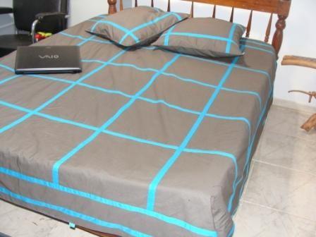 jet de lit turquoise taupe. Black Bedroom Furniture Sets. Home Design Ideas