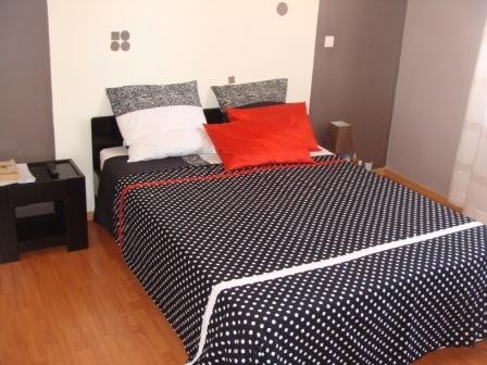 linge de lit pois noir et blanc. Black Bedroom Furniture Sets. Home Design Ideas